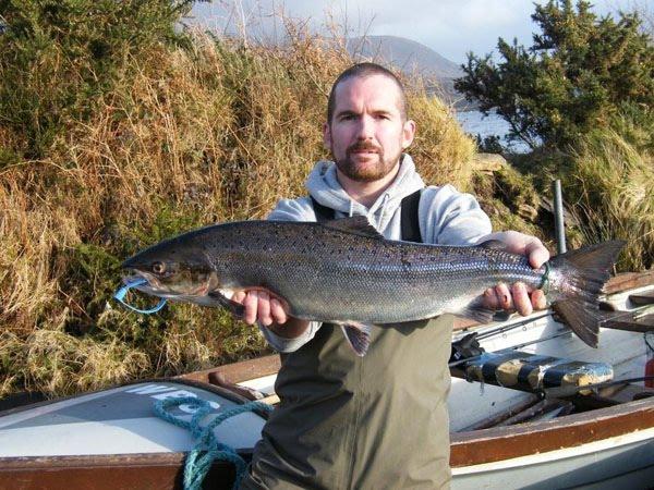 Den Will Hamill fenkt den eischten Saumon vun der Saison um Lough Currane (11lbs) op der Ouverture