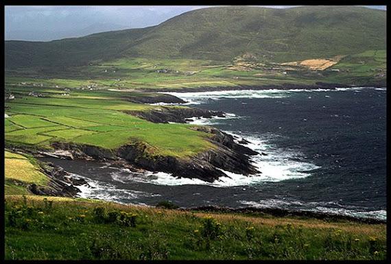 Sauvage, parfois tres mechante, d'une beautee inegalee, cette St. Finian's Bay en face des Skelllig