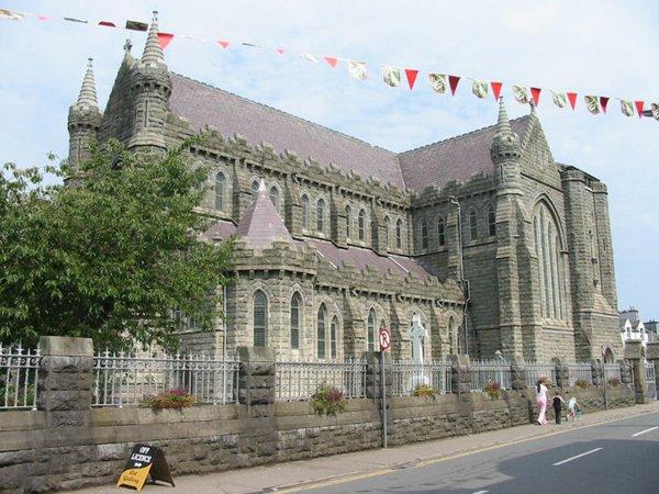 Cathedral vun Cahersiveen, vun baussen, (si huet keen Turm, et waaren net Sou'en genug do!!!)