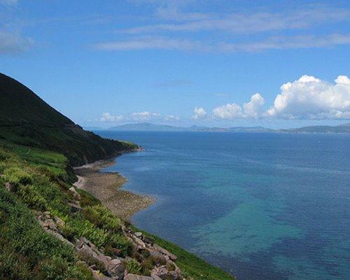 Vum Drunghill emol eroof op d'Waasser gekuckt. Hei ass net de Great Barrier Reef, hei ass den Kerry
