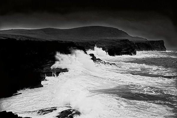 Eng dramatesch Foto vun den Cliffs of Valentia Coast, (eng fantastesch Foto)