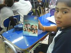 Alumnos reciben su agenda 2010...