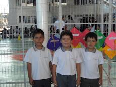 Alumnos de Tercero Básico orgullosos de su trabajo...