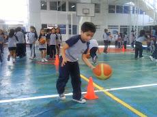 ¡ La pelota, el botear y sortear los conos !