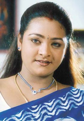 http://2.bp.blogspot.com/_2ZtJBKXcxNw/TA0TTGj-tnI/AAAAAAAAEc8/KnsumsqOUwk/s1600/normal_shakila-actress-saree-shots.jpg