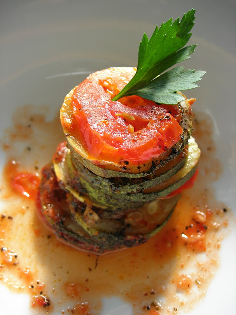 The result was baked ratatouille with vegetables put together in a fancy order Baked Ratatouille (Fırında Ratatouille)