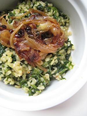 I like bulgur pilafs as light summer lunches Bulgur Pilaf with Spinach and Fried Onions (Ispanaklı ve Kızarmış Soğanlı Bulgur Pilavı)