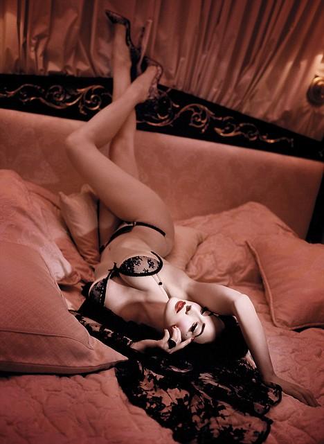 Dia Von Tesse - vũ nữ thoát y nổi tiếng nhất mọi thời đại Article-1173167-04a261ee000005dc-778_468x641