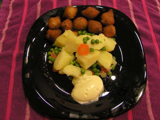 Sopa aragonesa de brócoli con buñuelos de bacalao