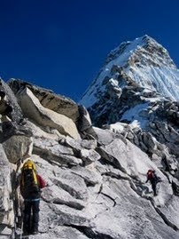 पहाड पर बढते कदम
