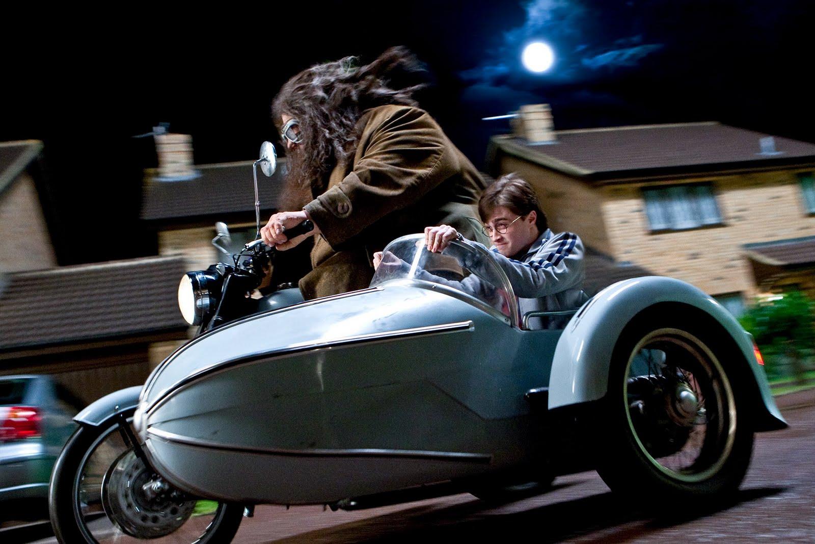 http://2.bp.blogspot.com/_2fdwksuATNA/TGopMuEHBkI/AAAAAAAAANU/XstvkqN0HKg/s1600/Harry-Potter-Deathly-Hallows-2.jpg