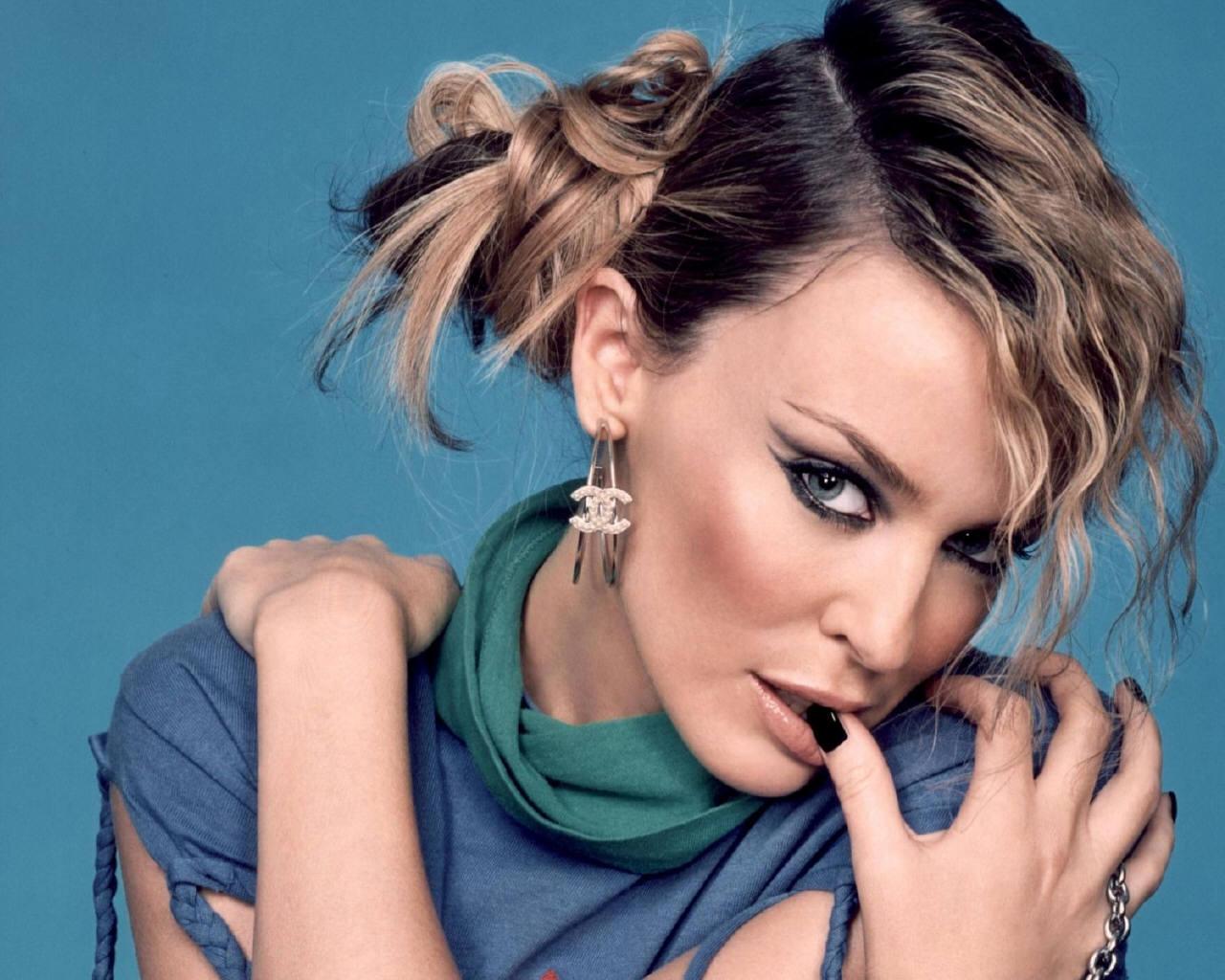 http://2.bp.blogspot.com/_2fj5XIkLoyc/TFwIwvUFxmI/AAAAAAAAAwE/uDZ70uNamnU/s1600/Kylie-Minogue-kylie-minogue-64557_1280_1024.jpg
