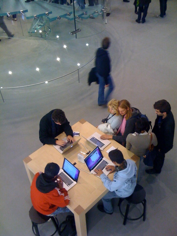 [apple-store-louvre]
