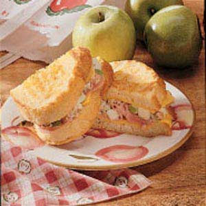 Christmas Apple Ham Grilled Cheese Recipe