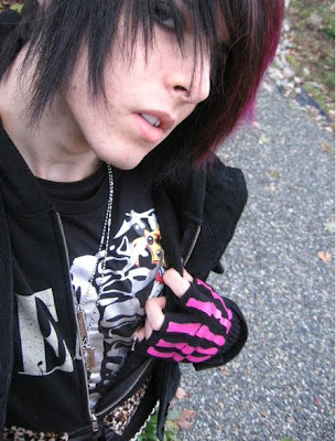 Cool Purple emo hairstyle and awesome emo make-up!
