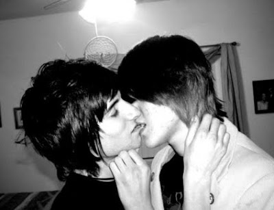 emo boys kissing emo boys. emo boys kissing emo boys.