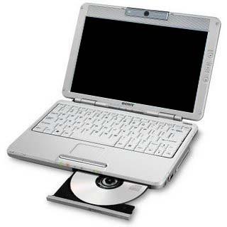 Portátil con CD abierto