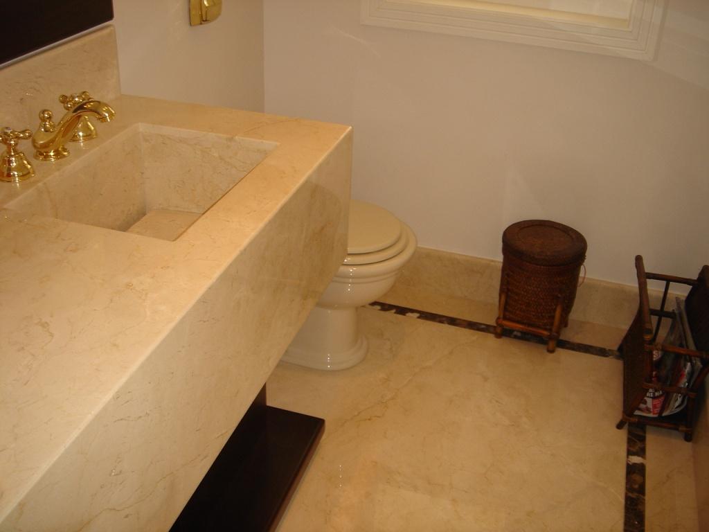 Piso e Lavatório em Mármore Crema Marfil cuba do mesmo material  #25130A 1024x768 Banheiro Com Pastilhas Marron
