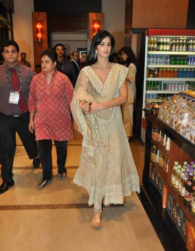 katrina kaif hot photo at FICCI 2 Katrina Kaif and Shahrukh Khan spotted together bollywood gallery