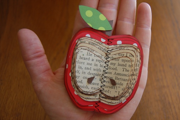 paper+apple Make an apple out of book paper  [NoBiggie paper crafts]