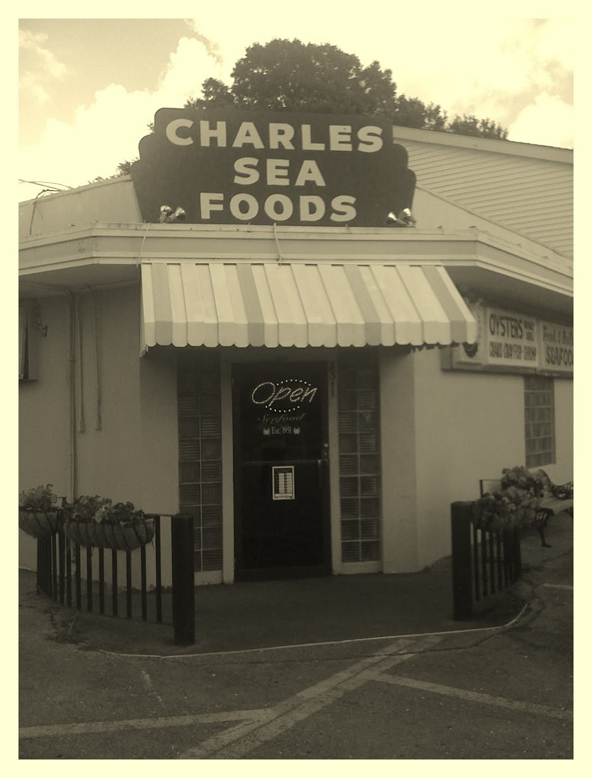 New Orleans Dining: Charlieu0027s Seafood .