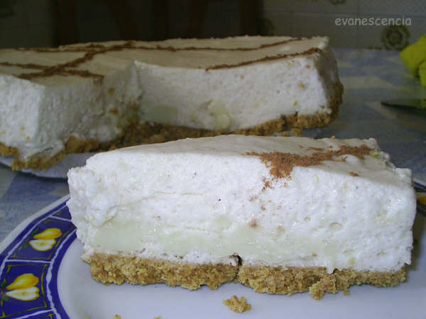 trozo tarta mousse leche merengada