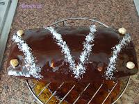 bizcocho bañado de chocolate