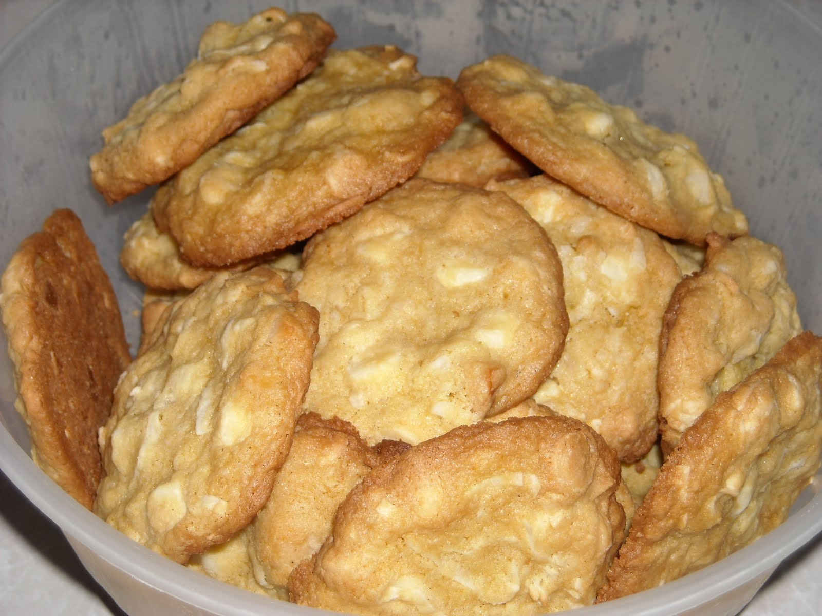 Toll House White Chocolate Chip Island Cookies