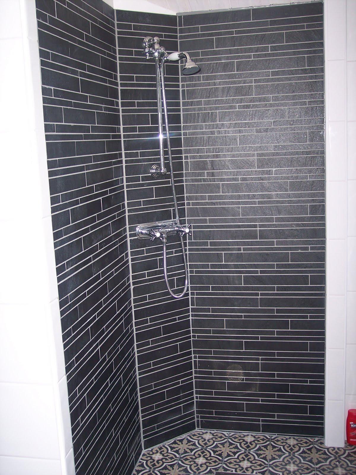Jönsgården: Äntligen en titt i badrummet!