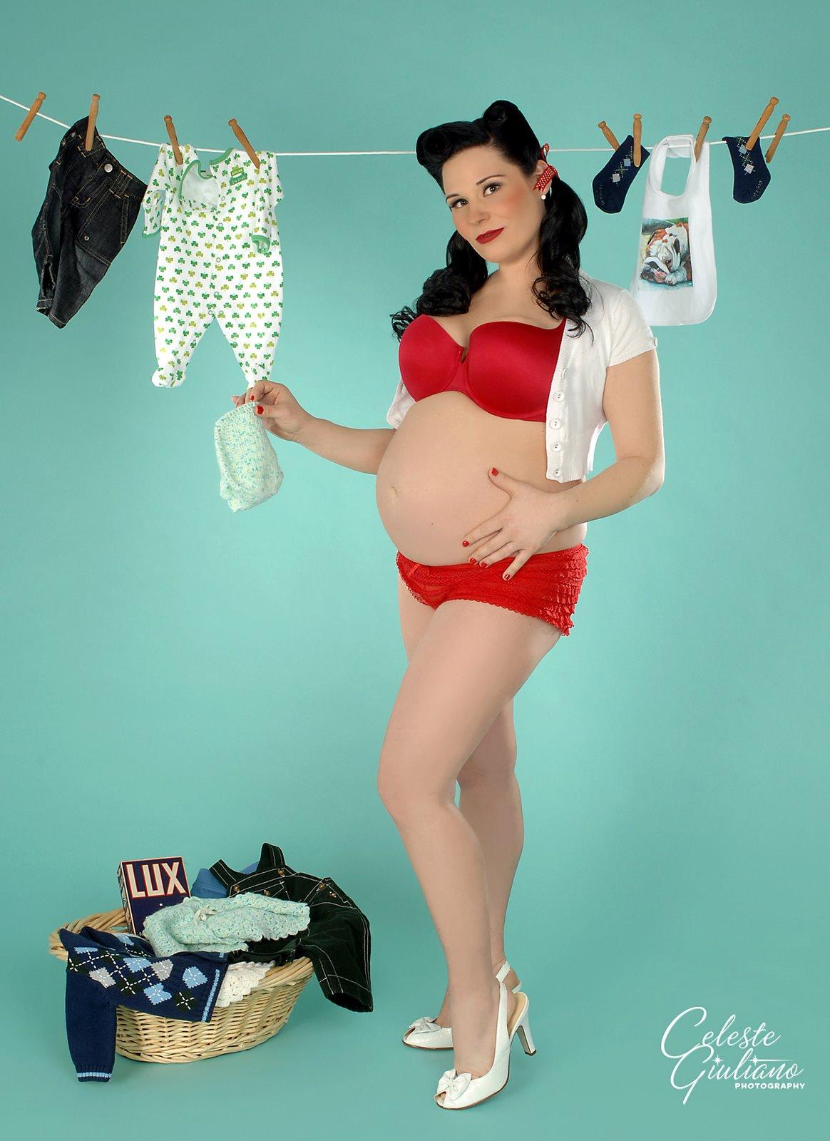 http://2.bp.blogspot.com/_2q0rStxRJ1E/TFKwLMS9HpI/AAAAAAAAAEU/1jsm-_aJyqI/s1600/pregnant%2Bpinup.jpg