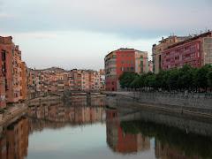 """Un recuerdo en Gerona ( España) ..."""" y viajó por el mundo haciendo amigos e iluminando ojeras"""