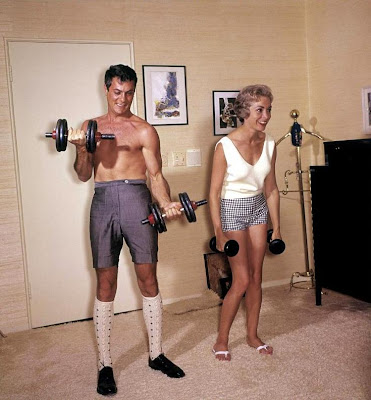 http://2.bp.blogspot.com/_2qTSKlfRjVE/SO3tU1wPVFI/AAAAAAAABV0/x2Yaa3Jo8_o/s400/retro+workout+wear.jpg