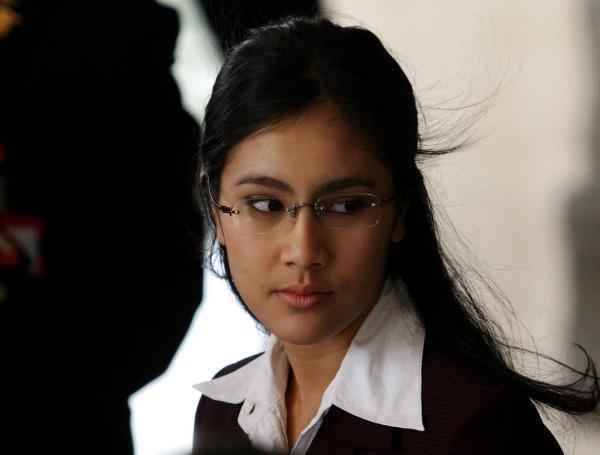 Gambar Menjadi Finalis Putri Indonesia Tahun 2003 3 Isyana Bagoes Oka ...