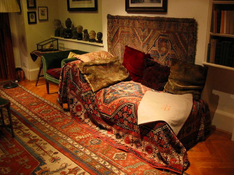 Un lugar en el mundo el div n de freud for Psicoanalisis lacaniano divan