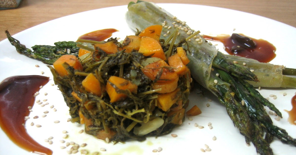 Cocina con luz verde paquetitos de esp rragos con hojas - Comidas con esparragos ...