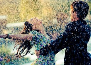 http://2.bp.blogspot.com/_2woSCj2T1C0/THGbRWjxPGI/AAAAAAAAAls/9WkzHDjcF_c/s320/casal+chuva.jpg