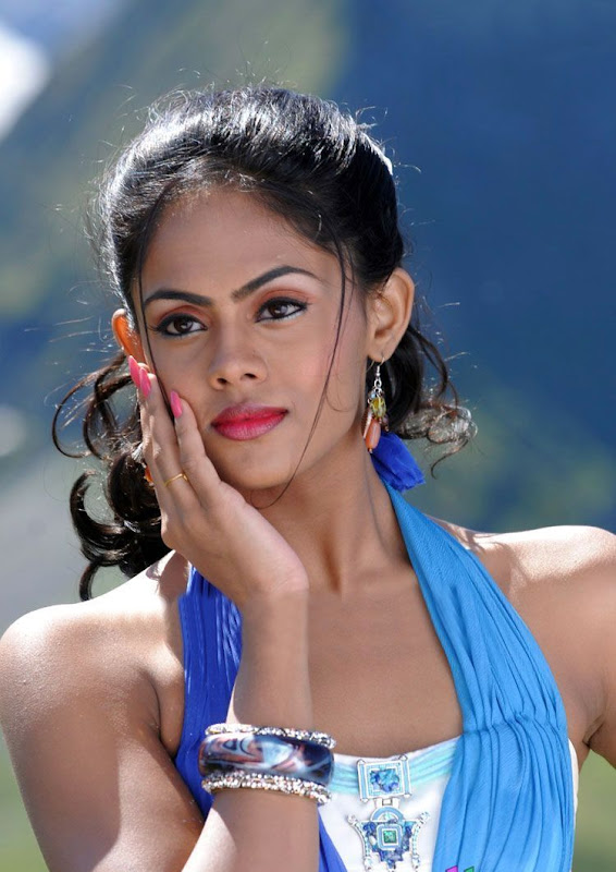Photos Tamil Actress Karthika In Ko Movie New PhotogalleryStills gallery pictures