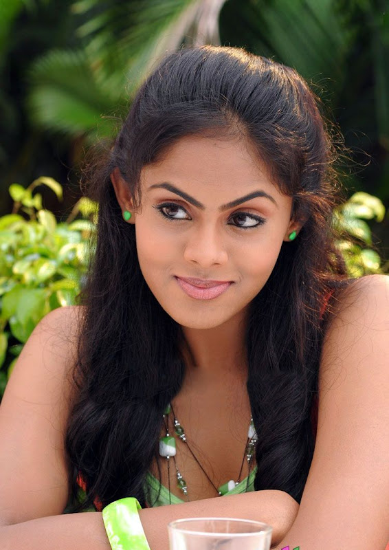 Photos Tamil Actress Karthika In Ko Movie New PhotogalleryStills hot images