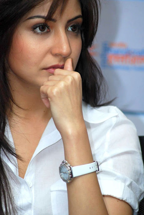 anushka sharma at handicrafts promotion photo gallery