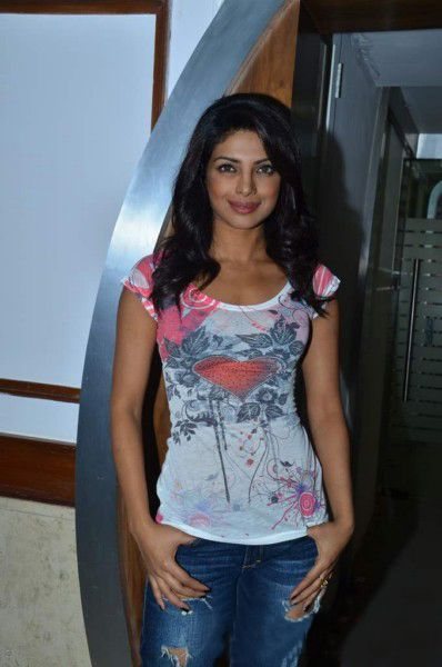 Priyanka Chopra At Radiocity  Khoon Maaf Promotioon PhotogalleryStills sexy stills