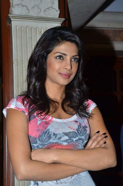 Priyanka Chopra At Radiocity  Khoon Maaf Promotioon PhotogalleryStills navel show