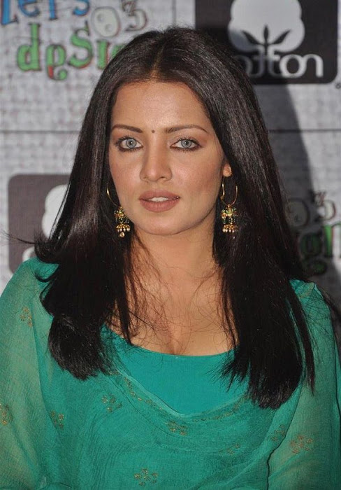 Celina Jaitley in green Patiala Shirt Salwar - Indian fashion wear at lets design event
