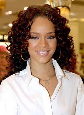 http://2.bp.blogspot.com/_30PRmkOl4ro/SZggLXCy-TI/AAAAAAAAKJA/Mu-7odBQUiA/s400/curly+haircuts.jpg