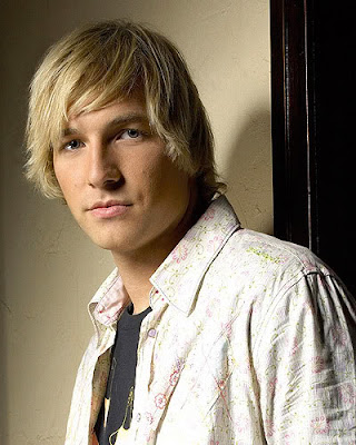 Cool Men's Layered Hairstyle Ryan Hansen Cool Men's Layered Hairstyle