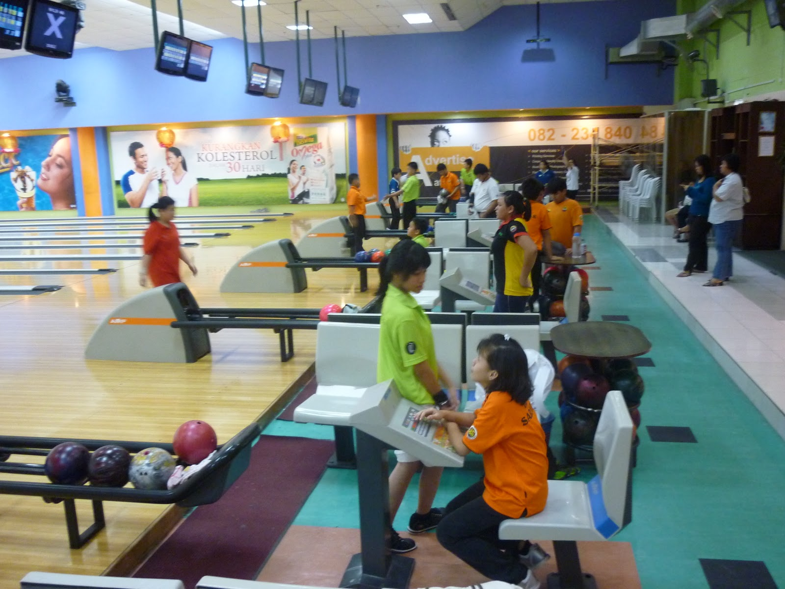 Junior amateur bowling tournaments