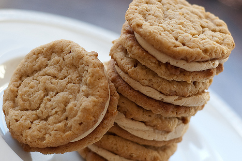 Oatmeal Sandwich Cookies With Creamy Peanut Butter Filling Recipe ...