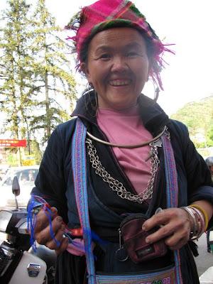 HLUB POG LAUS TAU NYIAJ Hmong+lady