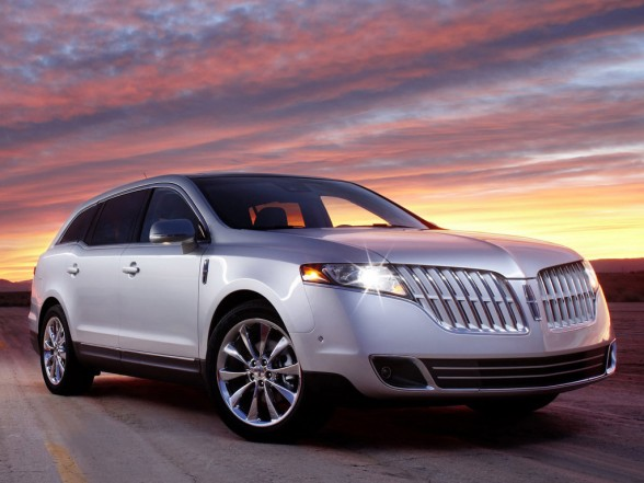 Front 3/4 view of silver 2011 Lincoln MKT at sunset