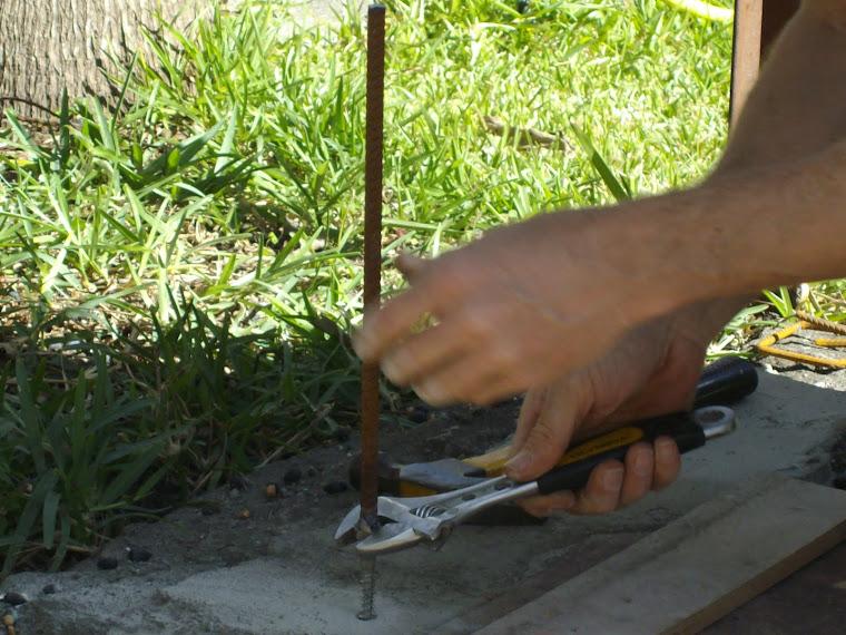 6- Fixer l'ancrage dans la dalle de béon