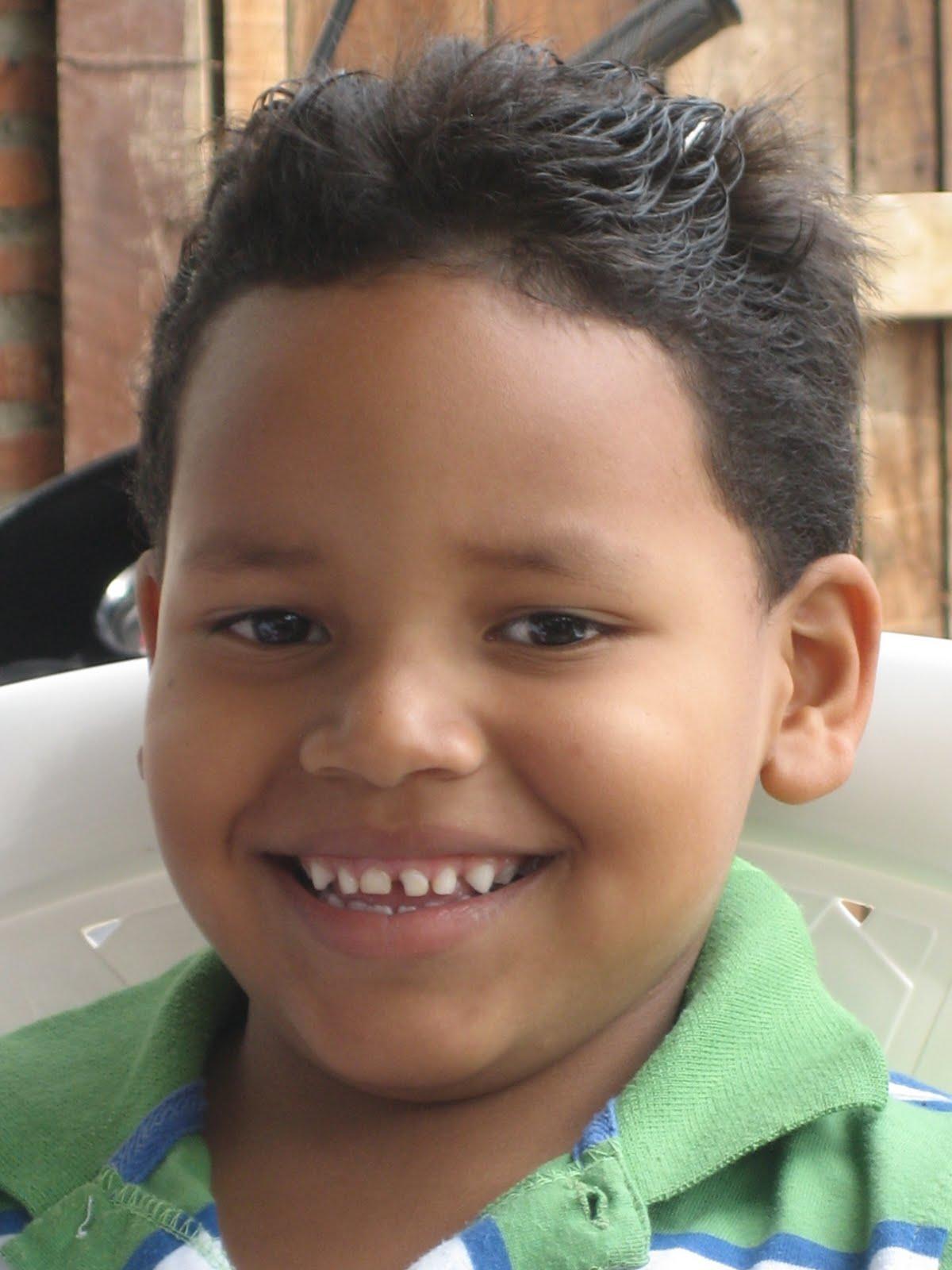 YO PADRINO-FUNDACION VIVIR: ROBINSON ALEXIS MORENO RUCCO